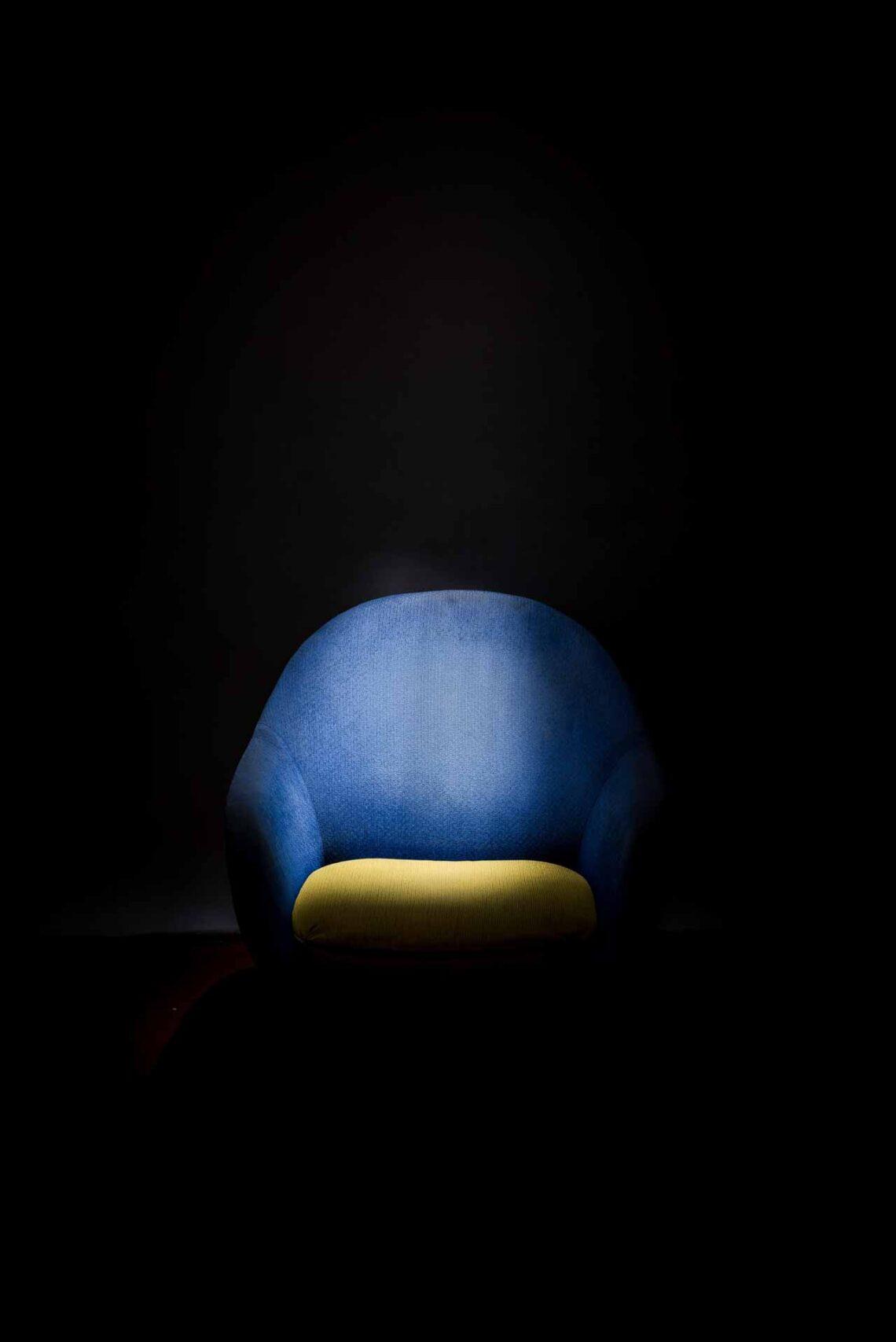 En kvinde kaster sig ud i det blå